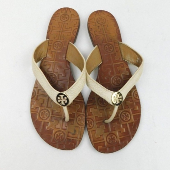 3758a112bc7f2 Tory Burch Thora White Leather Gold Logo Flip Flop.  M 5c3d4664194dad4eb6b227d7